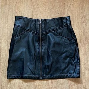 H&M leather zip up mini skirt